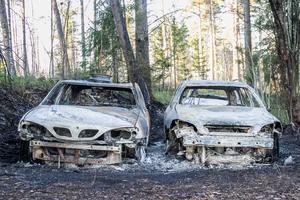 Det brann intensivt i de tre bilarna i Strömsbruk på torsdagskvällen.