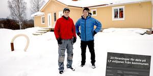 Björn Walther och Peter Blomqvist i Matfors SK fick 350 000 kronor till bygget av sin klubbstuga.