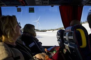 Närvaron av vindkraftverk är påtaglig om man reser runt i området.