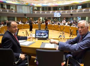 En kort fotostund inför ett rådsmöte i EU. Sedan stängs dörrarna. EU:s ministerråd måste bli mer öppet, skriver Cecilia Wikström (L).