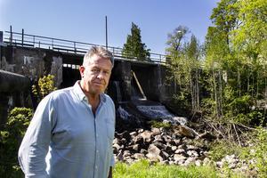 Per Linell driver Kilafors Kraftverk tillsammans med Roger Lindblom.
