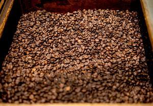 Hela bönor kaffe som mals efter behov.