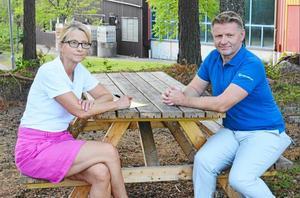 Åsa Ahlgren Peters och Fredrik Ahlgren driver tillsammans Olympicaskolan i Hedemora. De är häpna över att kommunledningen pekat ut friskolorna som orsak till de kommunala besparingsbehoven.