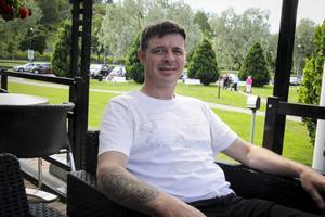 Morten Johnsen turistar i Söderhamn och älskar att tatuera sig.