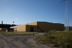 Konkursboet äger bland annat gamla bromsbandsfabrikens gula byggnad i Långsele.