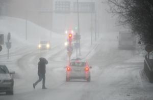 Väderomslaget kan innebära problem i trafiken.