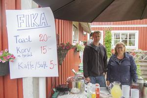 Tina Bodare arrangör och sambo Thomas Isaksson, fikaansvarig.