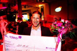 """Priset för årets företagare i Sundsvall gick till Jonas Sandström som driver företaget KG Sandström, han startade firman 1991 tillsammans med sin pappa, de har 22 anställda. """"Det känns rätt omtumlande, vi har hållit på i tjugo år, detta känns som en vinst""""."""