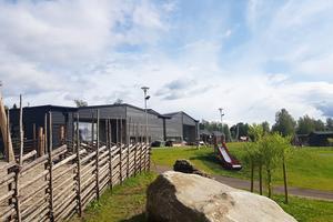 En ny förskola i Undersåker invigdes i början av 2018. I Mörsil upphandlar Årehus sex nya förskoleavdelningar med förhoppningar att färdigställas under 2020. Men förskoleplanerna i området Duved och Åre dröjer.