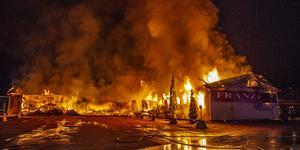 En förundersökning om mordbrand inleddes efter att affären Franzéns i Krylbo brandhärjades under natten mot fredagen den 14 december förra året. Foto: Niklas Hagman