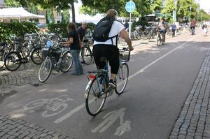 Vem vill ha cykelbanor i centrum? undrar signaturen Patrik, som begär trafikplanerarnas avgång – omgående.