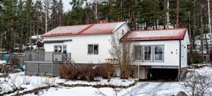 Ett charmigt och barnvänligt hus som är renoverat i toppskick under de senaste åren. Fastighetsbyrån/Foto: Emelie Essberg.