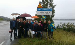 Här ser vi en del av deltagarna i Ceniorgruppen som firade Vallsundsbron 21 år. Foto: Göran Westman