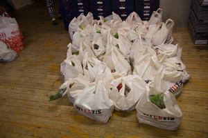 Mat som är redo att delas ut till behövande. Bild från tidigare insamling.