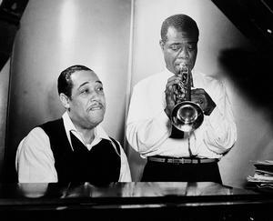 Louis Armstrong med sin trumpet 1946 tillsammans med Duke Ellington vid pianot. Foto: TT