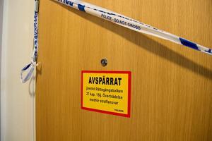 Lägenheten i Ockelbo spärrades av för teknisk undersökning. Nu väntar utredarna på svar från fynden. Bild: Sanna Larsson