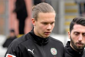 18-årige Arvid Brorsson fick göra årsdebut från start mot Dalkurd. Bild: Conny Sillén/TT