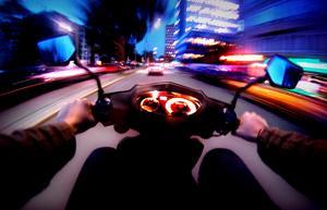 En ung man åtalas för olovlig körning efter att ha kört en