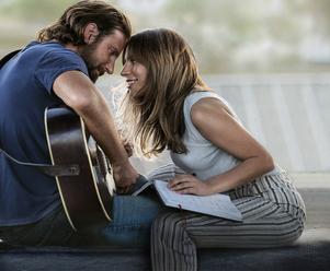 """Bradley Cooper och Lady Gaga i filmen """"A Star is Born"""". Foto: Pressbild från Warner Bros."""