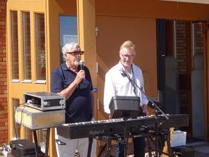 PG Forslund PRO Kultur hälsar Pär-Åke Stockberg Kramfors välkommen och uttryckte även en from förhoppning om ett nytt besök i höst och då i sällskap med Ronnie Sahlén.