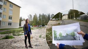 Katarina Vasiljevic, planarkitekt på Södertälje kommun, visar var de planerad förtätningen av Rikshems fastighet i Västra Blombacka börjar. Där hon står föreslås ett punkthus med tio våningar samt lokaler för verksamhet, som service och handel, i bottenvåningen.