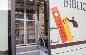En trapphiss och en värmesluss är bara två av alla finesser den nya bussen har.