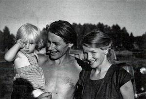 Gerd och Niklas med dottern Lena, på en bild från 1946. Foto: Privat