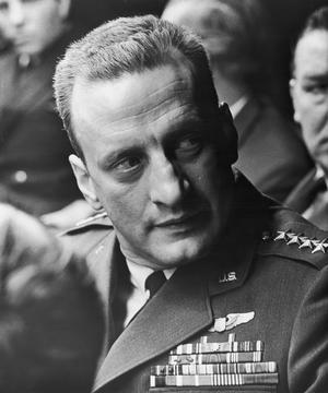George C. Scott spelar flygvapenchefen general Buck Turgidson i