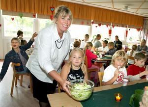 Läraren Susanne Larsson Pajuvirta och elever på Hökåsenskolan 2006. Foto: Kenneth Hudd/VLT:s arkiv