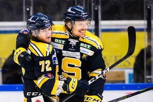 Nicolai Meyer och Marcus Oskarsson efter en match den gångna säsongen. Foto: Simon Hastegård / Bildbyrån