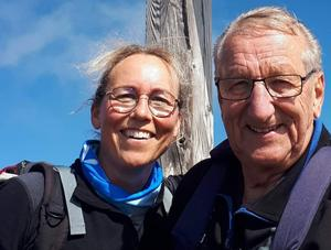 Ulrica Stigberg med sin pappa Gösta Andersson. Gösta fick adekvat vård för covid-19 först efter påtryckningar från sina barn. Foto: Privat