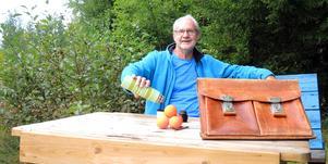 Bandy, bänkar och udda bensinmackar. Erik Stål har en bred repertoar i sin bandyportfölj och nu stundar 70-årsfirande för denne östgötske Borlängebo vilket varit amerikansk förbundskapten.