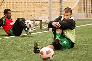 Mikael Gustafsson erbjuds kontrakt med VSK Fotboll.