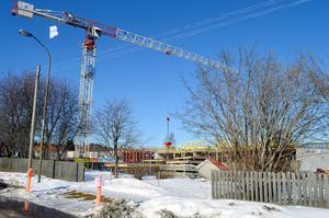 Bygget av de två hyreshusen bakom Willys i Säter går som planerat. Inflyttning beräknas till augusti 2020.