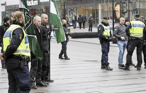 Nordiska motståndsrörelsen under en demonstration i Västerås 2017.