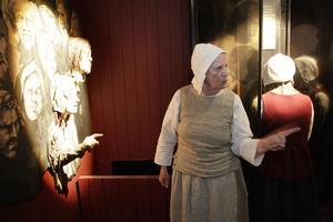 Gunilla Hedin visar Häxeriet i Lillhärdal.