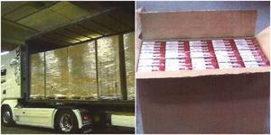 I lastbilen hittades 14 lastpallar med cigaretter. Foto: Tullkriminalen