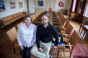 Ulrica Åsberg och Gusten Windelhed  i länsstyrelsens  sammanträdeslokal som blir spindeln i nätet under söndagen och några dar framåt.