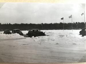 Här är en svartvit bild ut Olle Nielsens album. Var kan den här tävlingen a ägt rum?