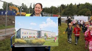Projektledare Therese Helander visade vid första spadtaget en föraning av hur den nya skolan ska se ut.
