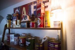 Plåtburkarna är ett signum för Svenssons kafé.