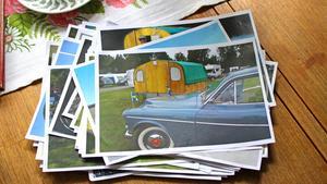 Paret visar bilder från diverse bilträffar och resor de varit på med sin älskade bil.