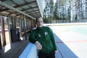 Markus Oksanen på den multiarena som klubben byggt på idrottsplatsen i Älvkarleby.