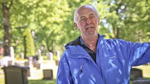 Kenth Hansson håller under somrarna i guidade turer vid Västerlövsta kyrka.