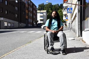 Dansaren Caldon Thomas har hamnat i rullstol efter en tids sjukdom och operation.