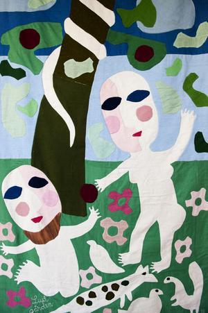 Berättelsen om Adam och Eva återkommer i flera av vävarna som visas i Rättvik.