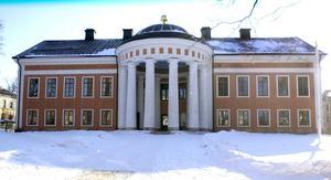Rådhuset byggdes som gymnasium och stod klart 1791. Gymnasiet kom till i syfte att utbilda präster till Norrland för kristnandet av samerna. Foto: Jennie Johansson