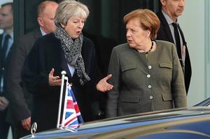 På tisdagen gjorde Theresa May snabbvisiter hos Tysklands förbundskansler Angela Merkel (bilden) och Frankrikes president Emmanuel Macron.