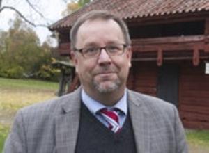 Foto: Westmanlands läns tidning.Olle Thorell, riksdagsledamot från Västmanland för Socialdemokraterna,har gjort sig känd för sitt engagemang mot hat och hot . Bland annat driver han facebook-sidan #humormothat.