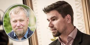Olle Lundin, professor i förvaltningsrätt, är kritisk till att Markus Evensson (S) inte b låtit kommunen betala för resan